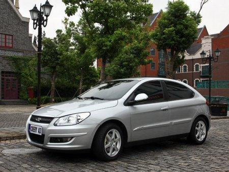 Автомобиль Chery M11.